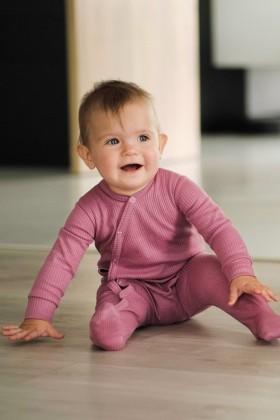 Różowy pajacyk niemowlęcy z prążkowanej bawełny