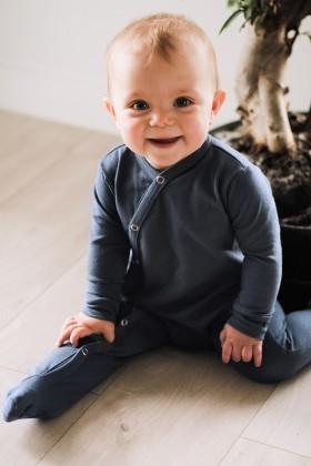 Niebieski pajacyk niemowlęcy z delikatnej bawełny