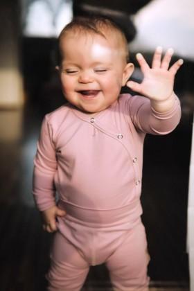 Różowe body niemowlęce z delikatnej bawełny